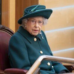 La Reina Isabel, atenta en la sesión inaugural del Parlamento de Escocia