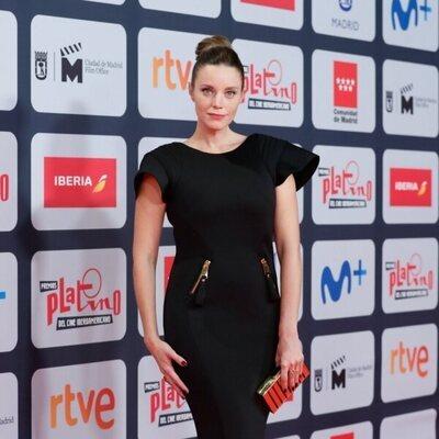 Carolina Bang en la alfombra roja de los Premios Platino 2021