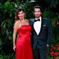 Ivonne Reyes y su hijo Alejandro en la fiesta de los Premios Platino 2021