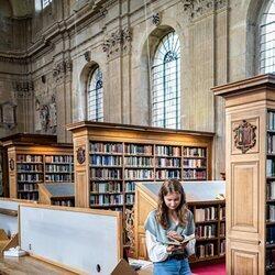 Isabel de Bélgica en la biblioteca del Lincoln College Oxford
