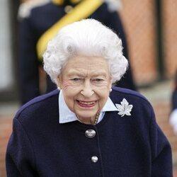 La Reina Isabel en su primer acto en Windsor Castle tras su estancia en Balmoral