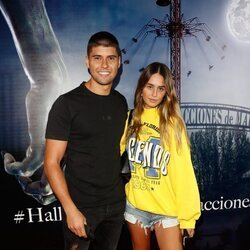 Javier Tudela y Marina Romero en la fiesta de Halloween del Parque de Atracciones de Madrid 2021