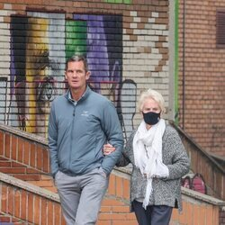 Iñaki Urdangarin y su madre dando un paseo por Vitoria