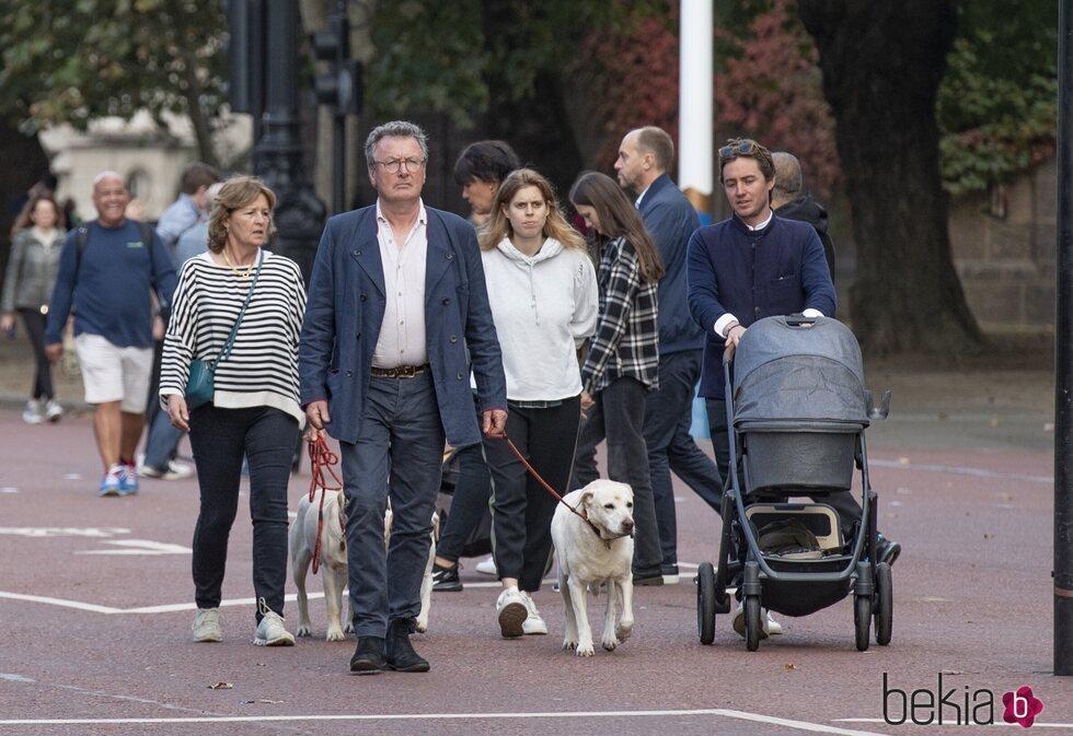 Beatriz de York y Edoardo Mapelli Mozzi con su hija Sienna y David y Nikki Williams-Ellis