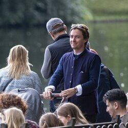 Edoardo Mapelli Mozzi llevando en carricoche a su hija Sienna