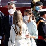 La Reina Letizia, muy cómplice con la Infanta Sofía en el Día de la Hispanidad 2021