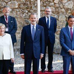 El Rey Felipe, Angela Merkel y el Presidente Pedro Sánchez junto a otras autoridades en el Monasterio de Yuste en la XIV Edición del Premio Europeo Carlos