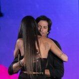 Cynthia Martínez y Canales Rivera se abrazan en la gala 5 de 'Secret Story'