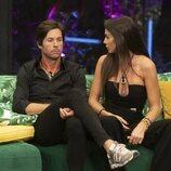Cynthia Martínez y Canales Rivera hablan en el sofá en la gala 5 de 'Secret Story'