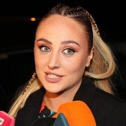 Rocío Flores atendiendo a los medios antes de la fiesta de su 25 cumpleaños