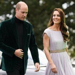 Kate Middleton mira al Príncipe Guillermo en los Premios Eartshot 2021