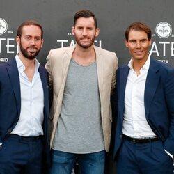 Rudy Fernández y Rafa Nadal con uno de sus socios de Tatel