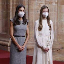 La Reina Letizia y la Infanta Sofía en la audiencia a los galardonados de los Premios Princesa de Asturias 2021