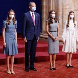 Los Reyes Felipe y Letizia y sus hijas Leonor y Sofía en la audiencia a los galardonados de los Premios Princesa de Asturias 2021