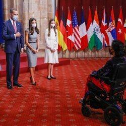 Los Reyes Felipe y Letizia, la Princesa Leonor y la Infanta Sofía con Teresa Perales en la audiencia a los galardonados de los Premios Princesa de Asturias