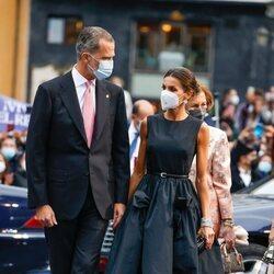 Los Reyes Felipe y Letizia, muy cómplices en los Premios Princesa de Asturias 2021