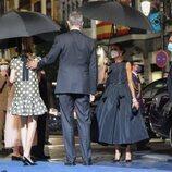 El Rey Felipe, muy cariñoso con la Princesa Leonor en presencia la Reina Letizia en los Premios Princesa de Asturias 2021