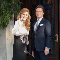 Beatriz de York y Edoardo Mapelli Mozzi en la boda de Felipe de Grecia y Nina Flohr