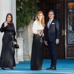 Eugenia de York, Beatriz de York y Edoardo Mapelli Mozzi en la boda de Felipe de Grecia y Nina Flohr