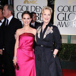 Natalie Portman y Meryl Streep en la alfombra roja de los Globos de Oro 2012