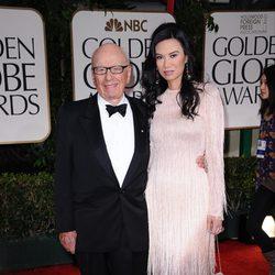 Rupert Murdoch y Wendi Deng en la alfombra roja de los Globos de Oro 2012