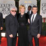 Pedro Almodóvar, Antonio Banderas y Melanie Griffith en los Globos de Oro 2012