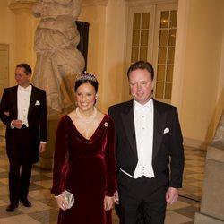 Gustavo de Dinamarca y Carina Axelsson en la celebración de los 40 años en el trono de Margarita de Dinamarca