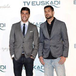 Miguel Torres y Miguel Ángel Moya en la gala promocional de Euskadi en Fitur