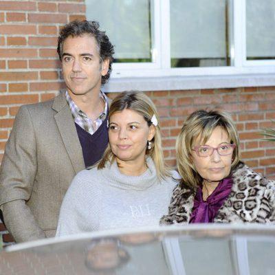 Terelu Campos sale del hospital con Carlos Pombo y María Teresa Campos