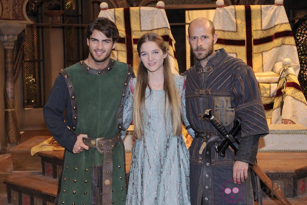 Maxi iglesias, Blanca Vallhonrat y Eduard Farelo en 'Toledo'