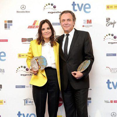 Elena Anaya y José Coronado con su galardón en los Premios José María Forqué 2012