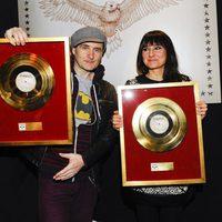 Amaral recoge el triple Disco de Oro por 'Hacia lo salvaje'