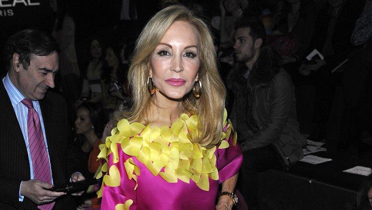 Carmen Lomana en el desfile de Ágatha Ruíz de la Prada en Fashion Week Madrid