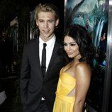 Austin Butler y Vanessa Hudgens en el estreno de 'Viaje al centro de la tierra 2' en Los Ángeles