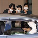 Mako de Japón dice adiós a sus padres y a su hermana Kako de Japón para casarse con Kei Komuro