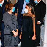 Anne Applebaum y la Reina Letizia en la entrega del Premio Francisco Cerecedo a Anne Applebaum