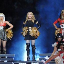 Nicki Minaj, Madonna y M.I.A. actuando en la Super Bowl 2012