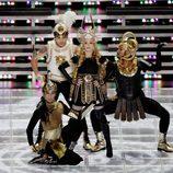 Madonna durante su concierto en la Super Bowl 2012