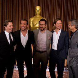 Gary Oldman, Jean Dujardin, Demián Bichir, Brad Pitt y George Clooney en la comida de los nominados a los Oscar 2012