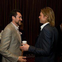 Demián Bichir y Brad Pitt en la comida de los nominados a los Oscar 2012