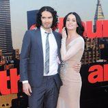 Katy Perry y Russell Brand en un estreno de cine