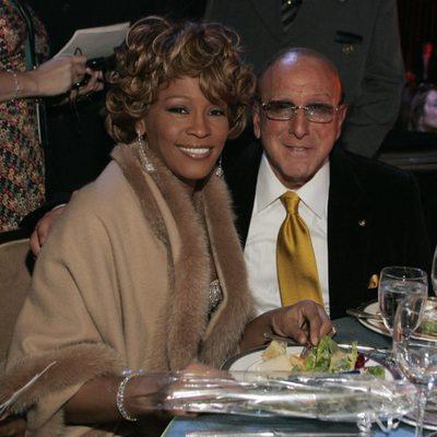 Whitney Houston y Clive Davis en los Grammy 2007