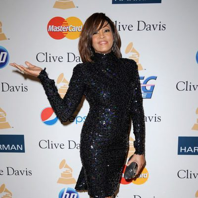 Whitney Houston recupera la sonrisa en los Grammy 2011