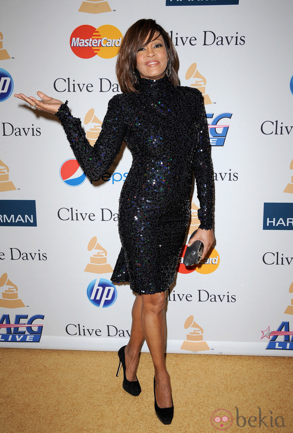 Whitney Houston recupera la sonrisa en los Grammy 2011