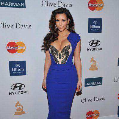 Kim Kardashian en la fiesta pre Grammy 2012
