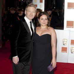 Kenneth Branagh y su mujer Lindsay en los Bafta 2012