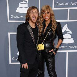 David Guetta con su mujer en los Grammy 2012