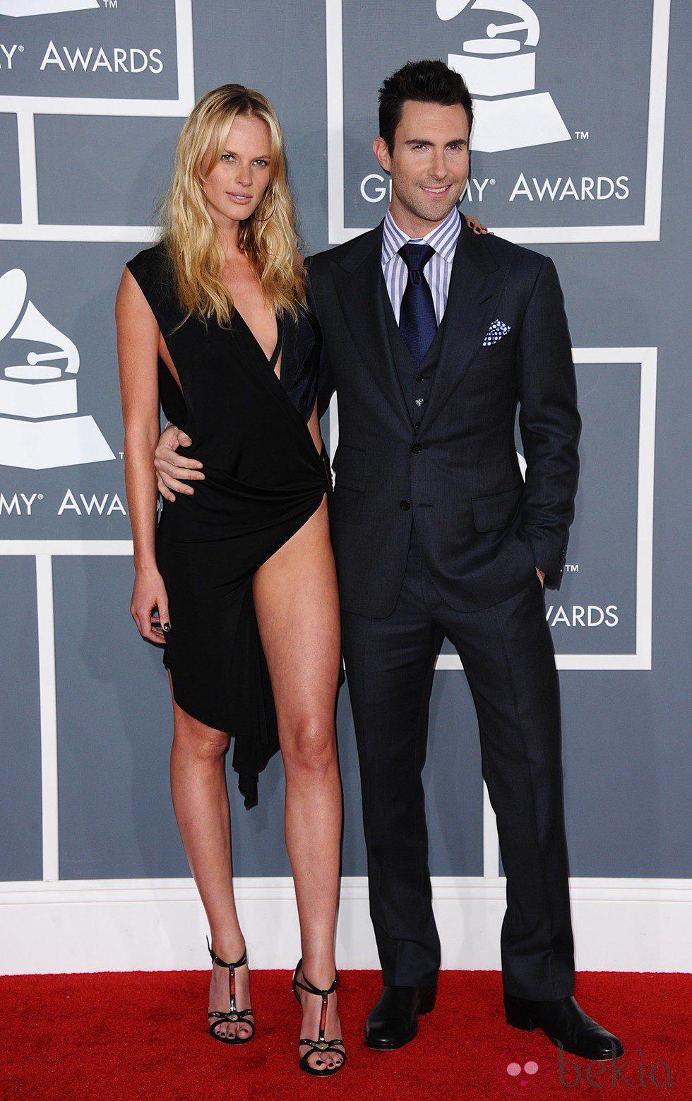 Adam Levine y Anne V en los Grammy 2012