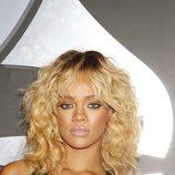 La cantante Rihanna en los Grammy 2012