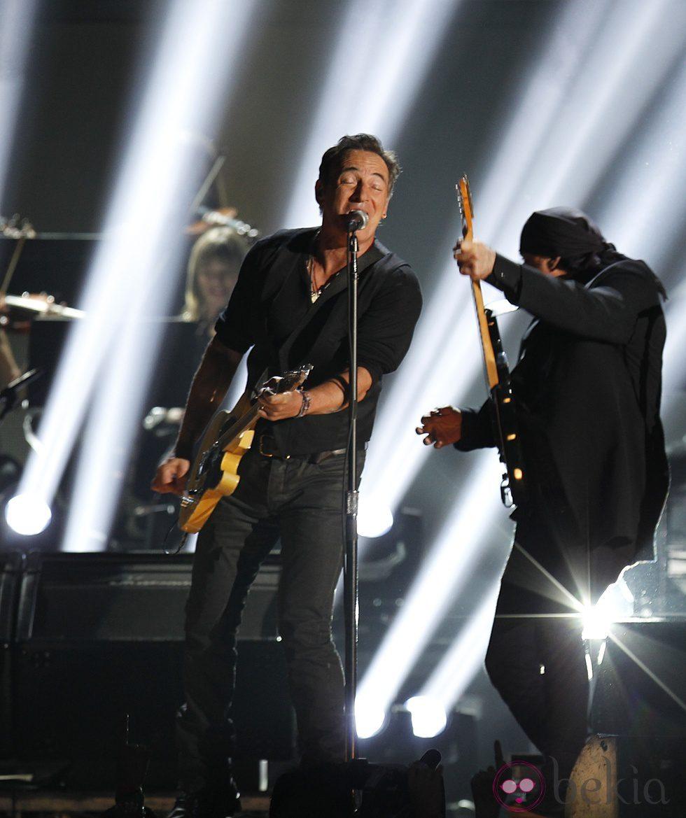 Bruce Springsteen actuando en los Grammy 2012